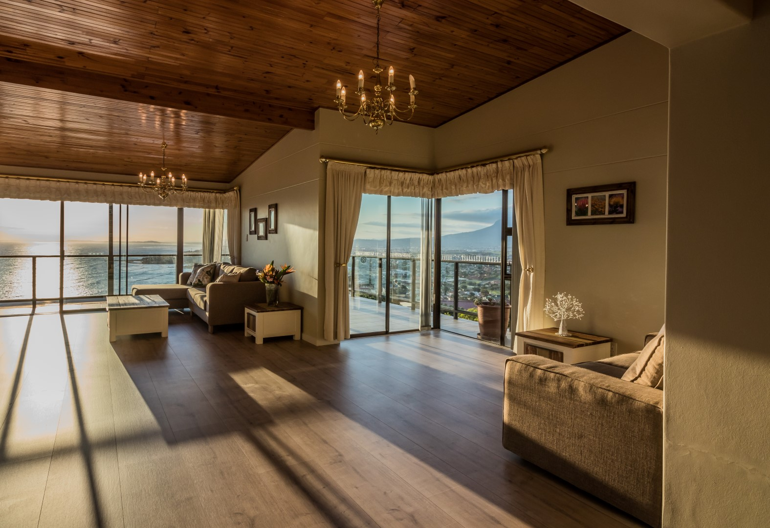 Self catering accommodation - Panoramic sea views from the Penthouse
